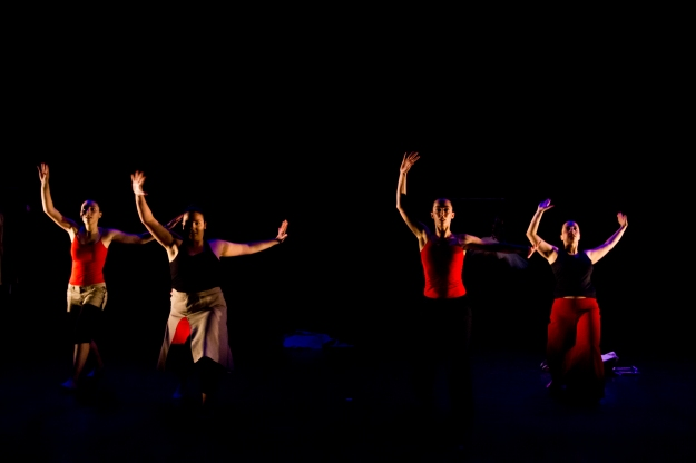 Apresentação das aluna de Dança Contemporânea