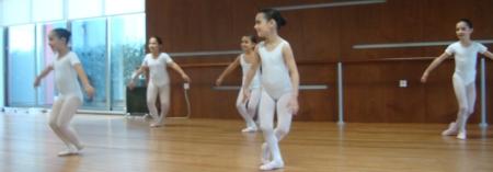 Benefícios da dança no desenvolvimento das crianças: aula de Ballet para crianças na CulturDANÇA